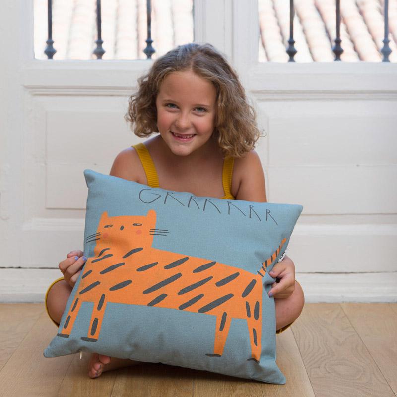 Cojín tigresa Raquel