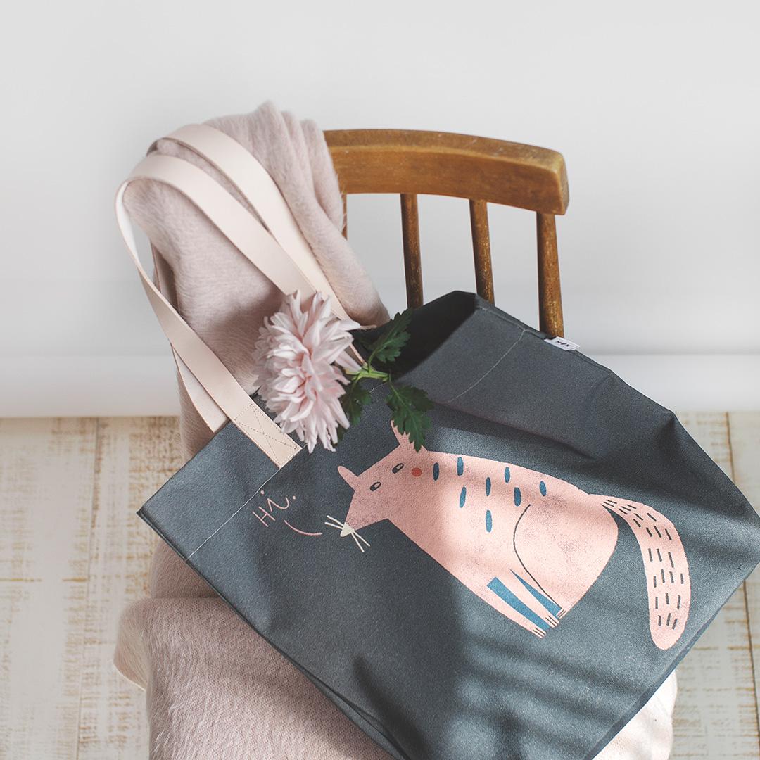 Bolsa mapache Alfredo rosa con asas en piel